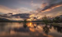 Reflejos. (Amparo Hervella) Tags: paisaje atardecer embalsedelburguillo ávila españa spain reflejo naturaleza color lago largaexposición d7000 nikon nikond7000