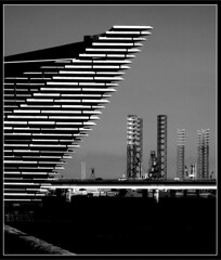 V and A building with Rigs, Dundee BW (ronramstew) Tags: dundee scotland docks discoverypoint oil installations quayside rigs vanda va