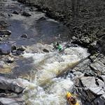 Wildwasserfahrer in der Murg bei Hochwasser thumbnail