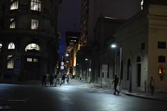 Nocturna (luisarmandooyarzun) Tags: soe city citycape ciudad ventanas gente light luces fotografía photography nocturna calle urbana argentina buenosaires