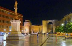 Puerta del Alcázar, Ávila (eustoquio.molina) Tags: plaza álcazar puerta santa teresa ávila nocturna torre muralla wall