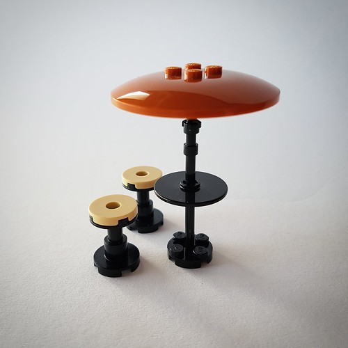 Table and parasol with stools (Lava House MOC)