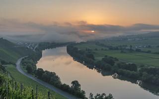 *Sonnenaufgang an der Mittelmosel* - *explored*