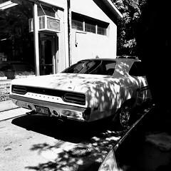 La belle va se refaire une beauté au garage... (woltarise) Tags: montréal garage outremont voiture ombreslumière contrastes plymouth iphone7
