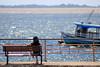 Observando o encontro das águas (Wellington-stm) Tags: rio amazonas amazônia amazon river tapajós pessoa water água santarém pará brasil barco banco orla praça encontrodaságuas
