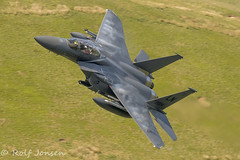 01-2004 McDonnell Douglas F-15 Strike Eagle United States Airforce Mach Loop 11.06-18 (rjonsen) Tags: plane airplane aircraft aviation low level flying wales snowdonia fighter jet condensation