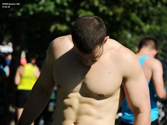 NYRR Queens 10K   6-16-18 (local1256) Tags: nyrr newyorkcity newyorkroadrunners queens queens10k willetspoint flushingmeadowscaronapark candid candidphotos candidportrait portrait streetcandid streetportrait race running runners shirtless muscle malebody abs abdominals sixpack