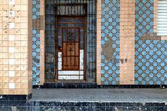 The blue house (Eva Haertel) Tags: kuba havanna malecon haus house fassade facade front fliese tile kachel tür door gitter grid eingang entrance rechteck rectangle blau blue geometrisch geometric grafisch fraphic struktur structure old alt eva haertel