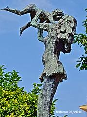 Torremolinos 01 Madre e hijo (ferlomu) Tags: escultura estatua ferlomu málaga torremolinos