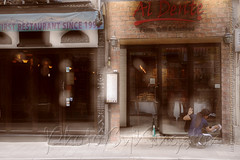 X02T4245 (kingston Tam) Tags: street life human streetscenes city photojournalism streetphotography people door gate walk walker pedestrian fujifilmxt1 soho bar