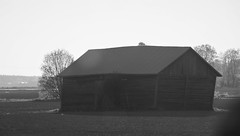 IMG_0055 (www.ilkkajukarainen.fi) Tags: pohjanmaa blackandwhite monochrome mustavalkoinen visit travel traveling happylife lato barn wood puu bulding rakennus heinä suoja