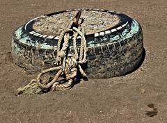 anchor on land, Caburgua (Manuel Capdevila) Tags: rueda ancla soga mar arena