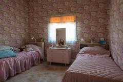 Maidstone (Westographer) Tags: maidstone melbourne australia westernsuburbs suburbia bedroom singlebeds wallpaper pink quiltedbedspreads dressingtable oldschool vintage