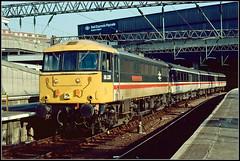 86238, London Euston (Jason 87030) Tags: al6 intercity 86238 londoneuston terminus train railway britishrail 1987 scan slide stripes tracks wires acelectric electirclocomotive2brleccyengineclass 86 old history rail
