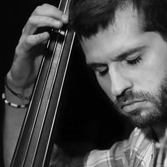 bass (*BegoñaCL) Tags: música músico live contrabajo hombre retrato robado blancoynegro jimmyglass valencia begoñacl