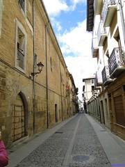 Puente la Reina (santiagolopezpastor) Tags: espagne españa spain navarra caminodesantiago puentelarreina convent calle street callemayor