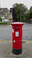 Elizabeth 2 cypher post pillar box Cathedral Road junction Talbot Street Cardiff 14.08.2017 (3) (The Cwmbran Creature.) Tags: po p o gpo g general post office letter red street furniture heritage great britain united kingdom gb uk