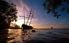 Not the Caribbean (VanveenJF) Tags: station ontario lakeontario pirates boat shipwreck time exposure waves foggy fluffy vanveen qew stcatharines outdoor dusk sunset sky cable serene jordan heliar voigtlander sony water ship canada