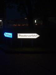 Theater hat Vorfahrt (mkorsakov) Tags: dortmund city innenstadt lampe lamp licht light nacht night schild sign stadttheater einfahrt