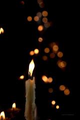 Una plegaria (Alicia Clerencia) Tags: vela clandle elrocío church iglesia bokeh light luz amedialuz pray plegaria