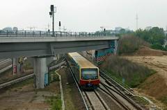 Ostkreuz: S-Bahn unter der Südkurve (lt_paris) Tags: berlin ostkreuz sbahn eisenbahn ringbahn bahnhof südkurve brücke gleis zug