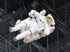 NASA Space Suit - Steven F. Udvar-Hazy Center (dckellyphoto) Tags: stevenfudvarhazycenter udvarhazy smithsonian dulles chantillyvirginia virginia 2018 aircraft museum airandspacemuseum nationalairandspacemuseum nasa spacesuit
