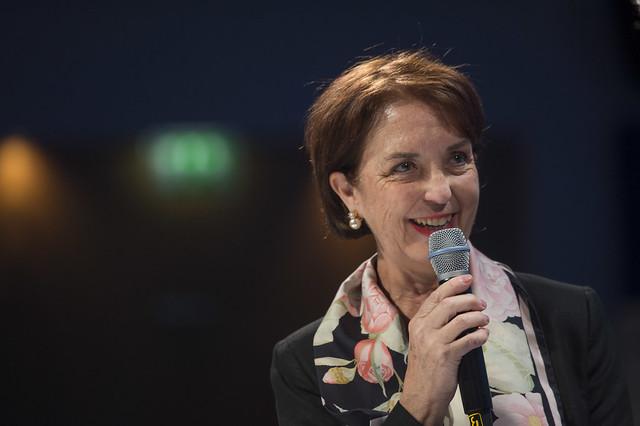 Gloria Hutt Hesse delivers a speech