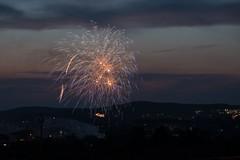 Abschlussfeuerwerk Volksfest Bayreuth (9ings) Tags: bayreuth feuerwerk franken langzeitbelichtung festspielhaus nightshot franconia fireworks longexposere landscape