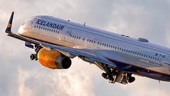 MSP TF-ISD (Moments In Flight) Tags: minneapolisstpaulinternationalairport msp kmsp mspairport boeing 757 757200 757223 icelandair aviation avgeek airplane airliner sunset