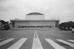 Palazzo dei Congressi (maplenut) Tags: olympusxa ilfordhp5 400asa bw roma rome eur palazzodeicongressi