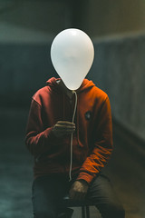 Globo (CheloXs) Tags: globo red light garage white balloon