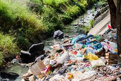 (REDES DA MARÉ) Tags: americalatina brasil complexodamare favela ivanildoalves jornalmaredenoticias mare novaholanda novamaré ong redesdamare riodejaneiro rua lixo