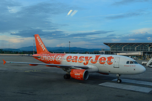 G-EZIO - Airbus A319-111 - EasyJet (Unicef Livery)
