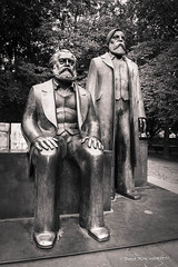 Marx et Engels (patoche21) Tags: allemagne berlin europe bronze humains monochrome nb paysagederue statue tourisme voyage patrickbouchenard bw blackandwhite sculpture carving marks engels patrimoine heritage art metal communisme communiste
