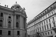 DSC08032 (rainy_photography) Tags: vienna wien classical architecture urban europe tradition traditional bw black white