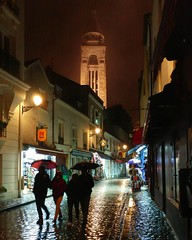 Walking in Rain (Toni Kaarttinen) Tags: parís paris parizo pariisi párizs parigi パリ parijs paryż париж 巴黎 frança frankreich francio francia ranska france צרפת franciaország フランス frankrijk francja franţa франция frankrike 法國 iledefrance parisian montmartre rain rainy storm people umbrella