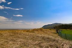 Landscape / Paysage charlevoisien (BLEUnord) Tags: charlevoix stlaurent stlawrence fleuve river paysage landscape québec canada printemps spring baiestpaul clôture fence foin
