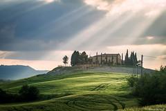 val d'Orcia-008 (bonacherajf) Tags: italia italie valdorcia toscane tuscany down podere clouds rays
