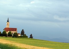 alxing im abendlicht (lualba) Tags: alxing bayern bavaria landschaft landscape church kirche himmel abend evening abendsonne