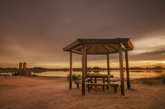 Con vistas al lago... (Amparo Hervella) Tags: villafrancadeloscaballeros toledo españa spain paisaje lago agua cielo nube atardecer color puestadesol reflejo largaexposición d7000 nikon nikond7000