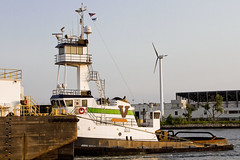 r_180608305_beat0048_a (Mitch Waxman) Tags: brooklyn eastrivershoreline gowanusbay newyorkcity newyorkharbor tugboat newyork