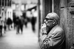 El Fumador (Pablo S.O.) Tags: bw portrait 85mm ilobsterit madrid sony smoke old people