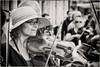 Cassel cornemuses (Des.Nam) Tags: nb noiretblanc nordpasdecalais nikon nord noirblanc bw blackwhite monochrome mono musiciens musique cassel fête hautsdefrance desnam d800 violon cornemuses personnes portrait