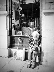 Vagabundo (Armytitan) Tags: vagabundo calle blanco y negro tristeza soledad pobreza