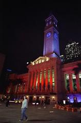 City Hall (Chemicalgrain) Tags: 35mm night cityhall analog analogue film filmphotography superiaxtra800 2018 may filmisnotdead fujifilmnaturablack naturablack naturablackf19 superia fujifilm fujicolor brisbane australia filmcommunity
