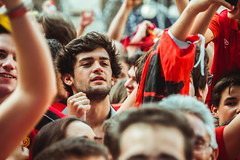 _MG_1158 (sergiopenalvagonzalez) Tags: rcdmallorca futbol football ball people ambiente palma palmademallorca aficion pasion rojo negro ib3 diariodemallorca sergiopenalvagonzalez sergiopenalvag gente emocion nervios ascenso alegria