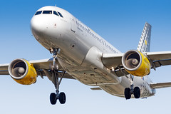 EC-KLB Vueling Airbus A320-214 (buchroeder.paul) Tags: ecklb vueling airbus a320214 egll lhr london heathrow united kingdom europe final