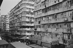 Sham Shui Po, Hong Kong (Wilson Au | 一期一会) Tags: leicam3 leitz35mmf28summaron fujifilm neopan acros100 hongkong shamshuipo blackandwhite monochrome buildings local analog film 35mm