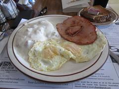 Country Breakfast at Fob's (cohodas208c) Tags: fobs restaurant diner crystalfalls breakfast eggs ham biscuitsandgravy wheattoast
