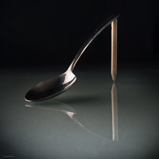 22/52 Reflejos. Spoon-pencil-shoe